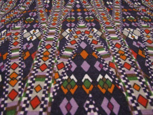 Gebreid paars met verschillende kleuren