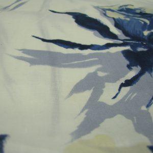 linnen wit met blauwe bloemen