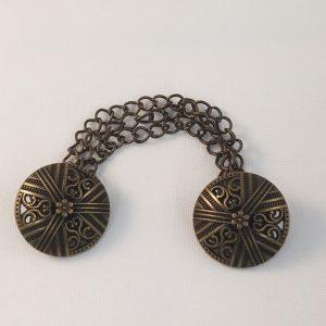 Bronzen knopen aan ketting